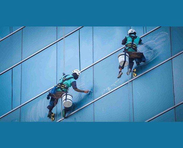 Limpieza de fachadas. Limpieza de muros cortina y fachadas acristaladas