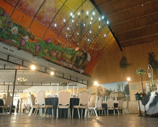 Salones para Celebraciones.Con espacio para 400 comensales.