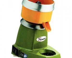 Exprimidor. Su motor de alta velocidad extrae la máxima cantidad de zumo.