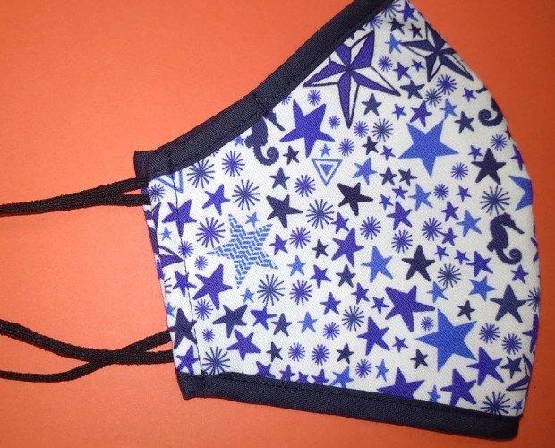 Estrellas azules. Mascarilla doble capa de algodón homologado. Tallas S y M