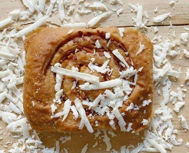 Golfeado. Caracola rellena de Panela de Caña, queso blanco salado y anís.