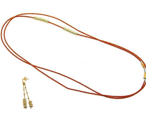 Collar. Collar de coral bambú y turquesa y pendientes de turquesa en plata 925 bañada en oro