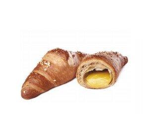 Croissant vegano. Croissant vegano con crema de almendras
