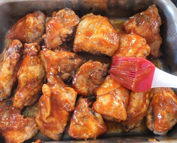Alitas pollo BBQ. Pollo congelado