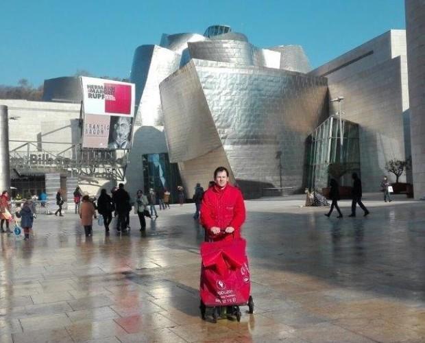 Publicidad Exterior.Repartidor de Geobuzón en Bilbao