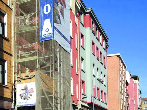 Rehabilitación de fachadas. Obra en calle Pintor Losada 29/31. Bilbao - Santutxu.