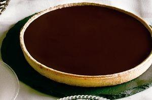 Pastel de chocolate. Pastel crocante de chocolate