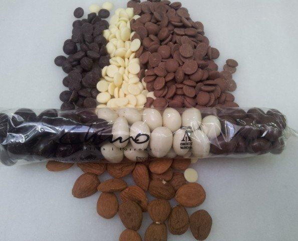 Peladillas 3 Chocolates. Peladillas con un corazón de almendra marcona y cobertura de chocolate,
