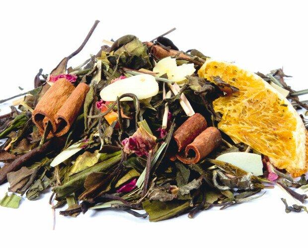 Blend Bosque Encantado. Té blanco, té verde, ramas de canela, almendras, lemongrass, gajos de naranja y pétal