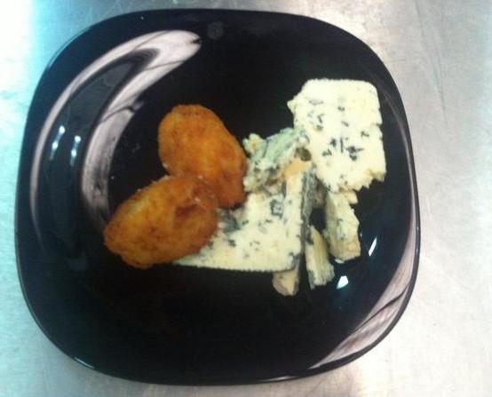 Croqueta de queso azul