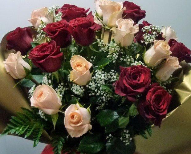 Ramo de rosas. Decoración con plantas y flores.