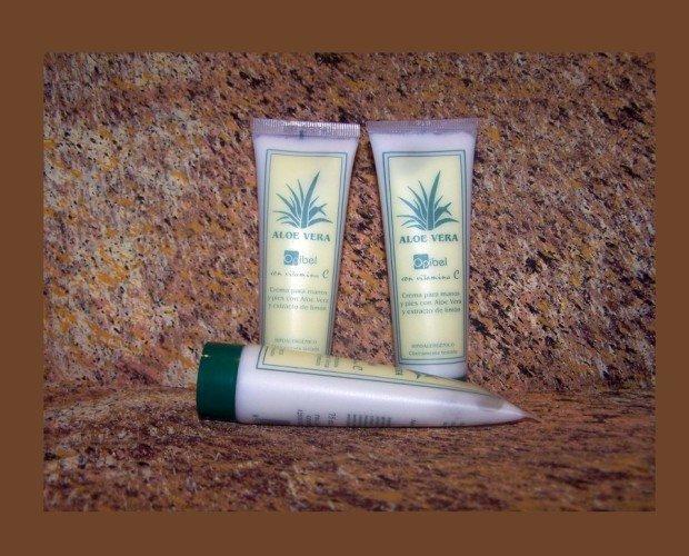 Tubo Crema Manos Aloe Bessonié. Especialmente formulada para recuperar la piel de las manos mas castigadas