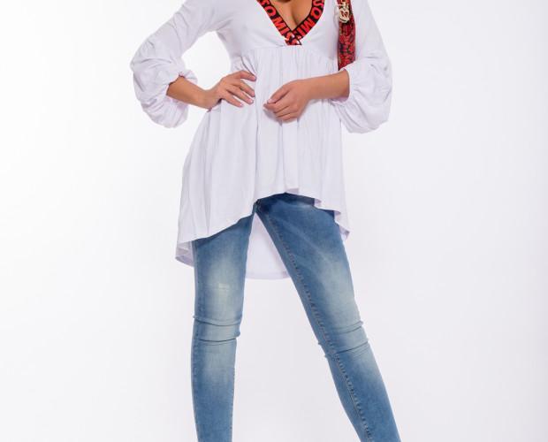Camiseta Romeo. Camiseta asimétrica blanca de mangas tres cuartos.