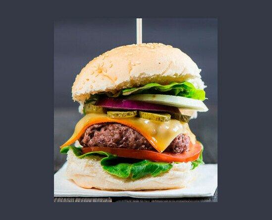 Haburguesa Mixta. Exquisita hamburguesa con los mejores aderesos