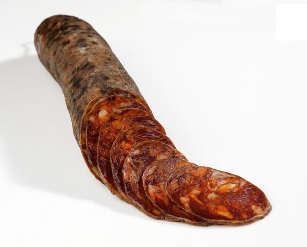 Chorizo Cular de Bellota. Nuestro chorizo ibérico es fruto de la mejor selección de magros nobles, especias mediterráneas, y el mimo con el que el artesano amasó y mezcló sus carnes en la artesa