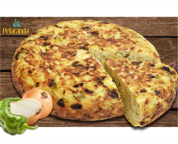 Tortilla de Patatas con Pimiento. La tortilla de patatas con cebolla y pimiento es un exquisito bocado tradicional.