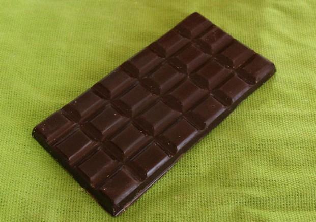 Tableta de chocolate negro. Tableta de chocolate negro artesanal