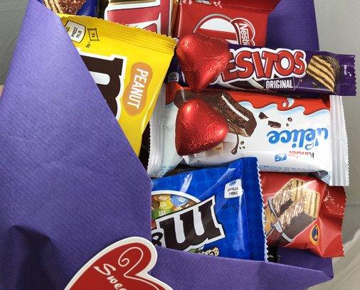 Ramo de chocolatinas. Ramo personalizado con una variedad grande de chocolatinas de las mejores marcas.