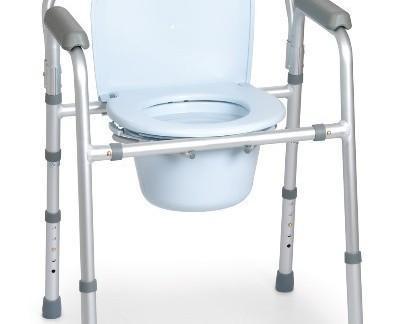 Silla 4 funciones. Se puede utilizar como elevador de WC de altura regulable, como silla con inodoro para el dormitorio, incorpora una cubeta con asa, y un cono...