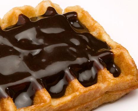 Gofre con chocolate. Solo calentar 15 segundos en el microondas ya puedes disfrutar de un delicioso gofre