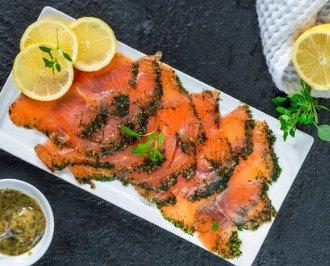 Salmón marinado. Delicioso salmón