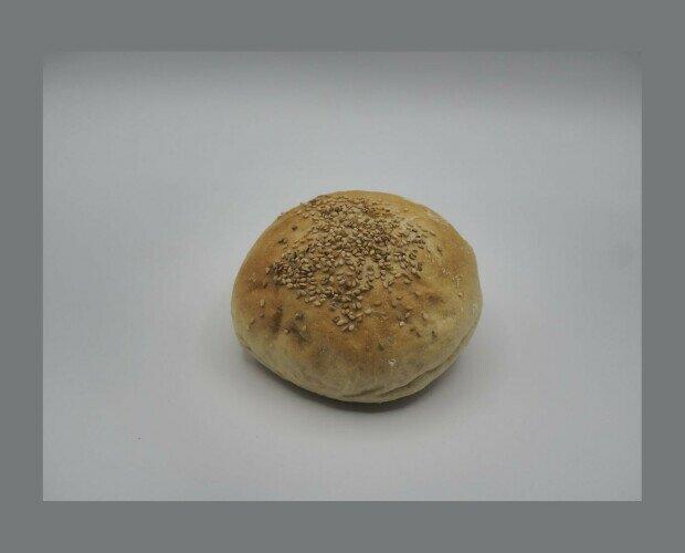 Hamburguesa. Más consistente que el típico pan de hamburguesa lo que permite soportar la carne