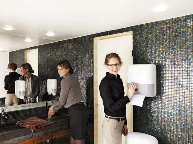 Cuidado de baños. Dispensadores de papel y de jabón para baños