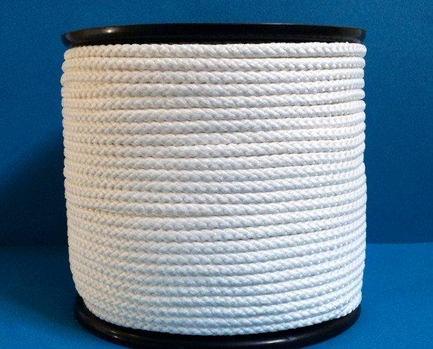 Cuerda de nylon. Materia prima natural