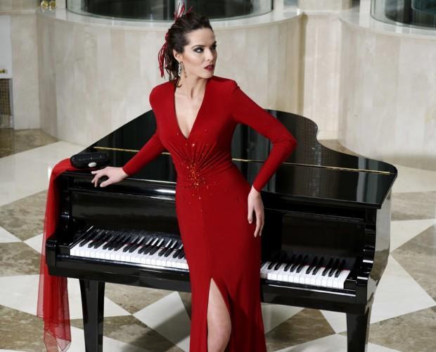 Vestido largo rojo. Vestido de fiesta rojo con detalle de pedrería
