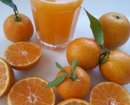 Mandarina ortanique . Su pulpa resulta muy jugosa