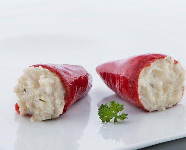 Pimientos rellenos de atún. Elaborados con una cremosa bechamel de atún.