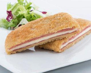 San Jacobos. Sándwich de jamón de York y una loncha de queso fundido