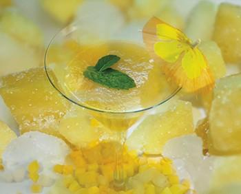 Pineapple Sunset. Bebida refrescante de mango, papaya y piña