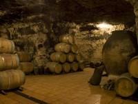 Barricas en la cueva
