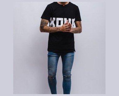 Camiseta con logo Kimberly Kone. Estampados de calidad óptima