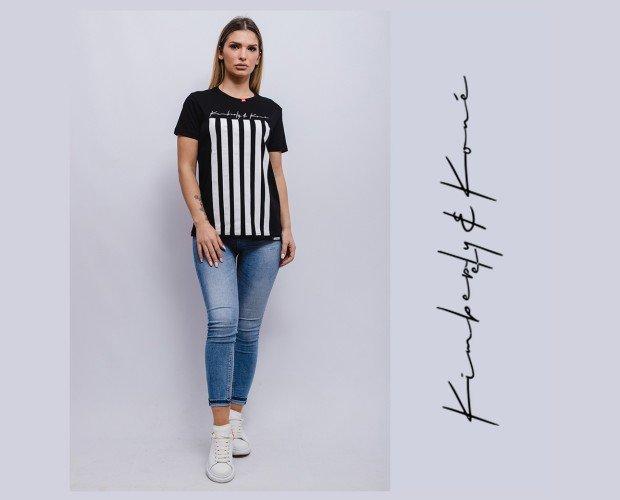Camiseta. Con estampado a rayas