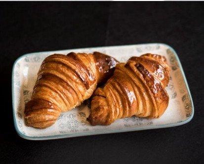 Croissant de mantequilla . Presentaciones de 30,55 y 70 gr