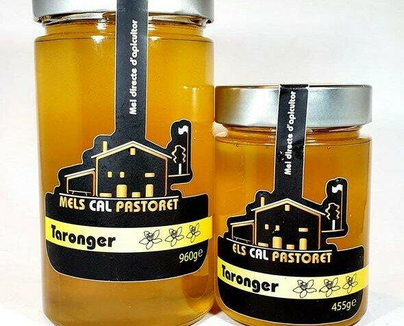 Miel Natural.Tiene uno de los aromas más agradables e intensos de toda la gama de miel de flores