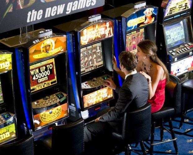 Equipamiento para Juegos de Azar.Se trata de máquinas que ofrecen premios en metálico según la apuesta hecha por el usuario