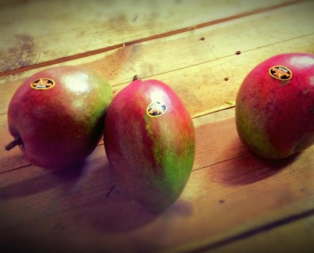 Mangos.Fruta de temporada y de la mejor calidad