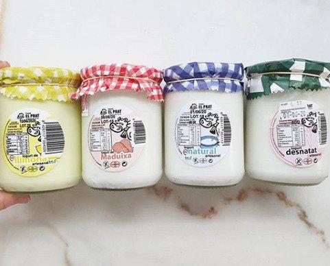 Yogur.Yogur de limón, fresa, natural y desnatado en formato de 400gr.