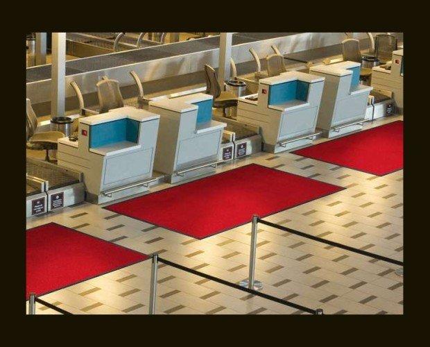Alfombra Unicolor de Nylon. Esta alfombra también sirve como un elemento decorativo
