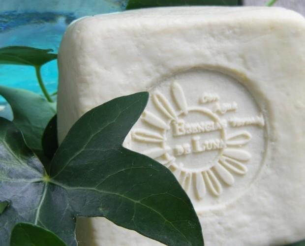 Jabón reductor de hiedra. Combate la celulitis y la cuperosis
