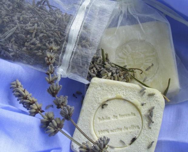 Jabón de lavanda y aceite de oliva. Jabón natural relajante y antiséptico