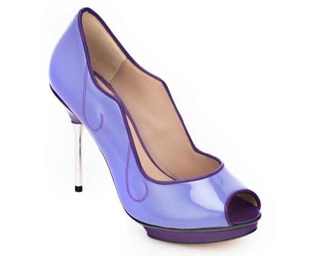 Zapatos de Tacón.Con grillete color fucsia claro