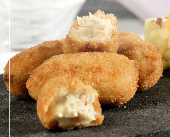 Croqueta de pollo. Rellenos con productos naturales y frescos